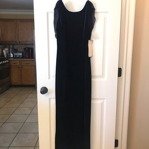 Size 10: Formal Full Length Gown: Prom or Wedding